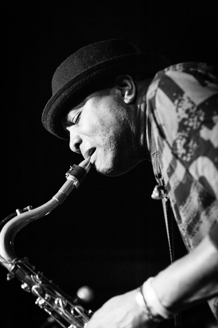 Jose James (sax-perc-voc)-BERNARD ALLISON GROUP