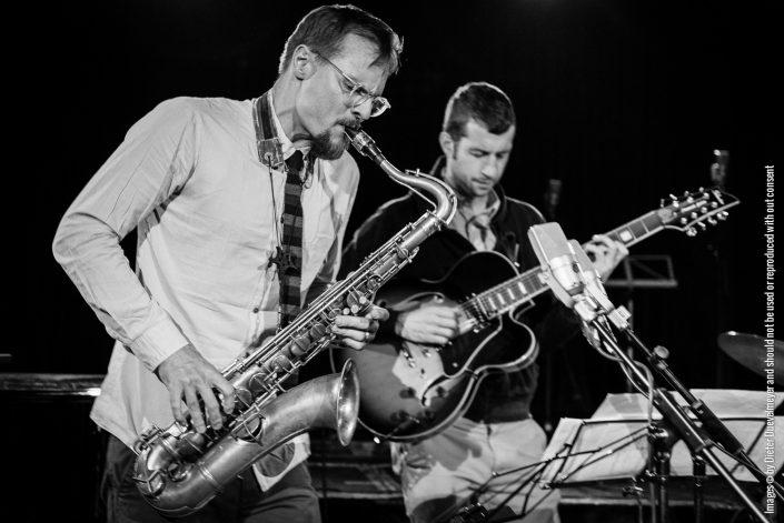 Uli Kempendorff (sax), Ronny Graupe (git), FIELD