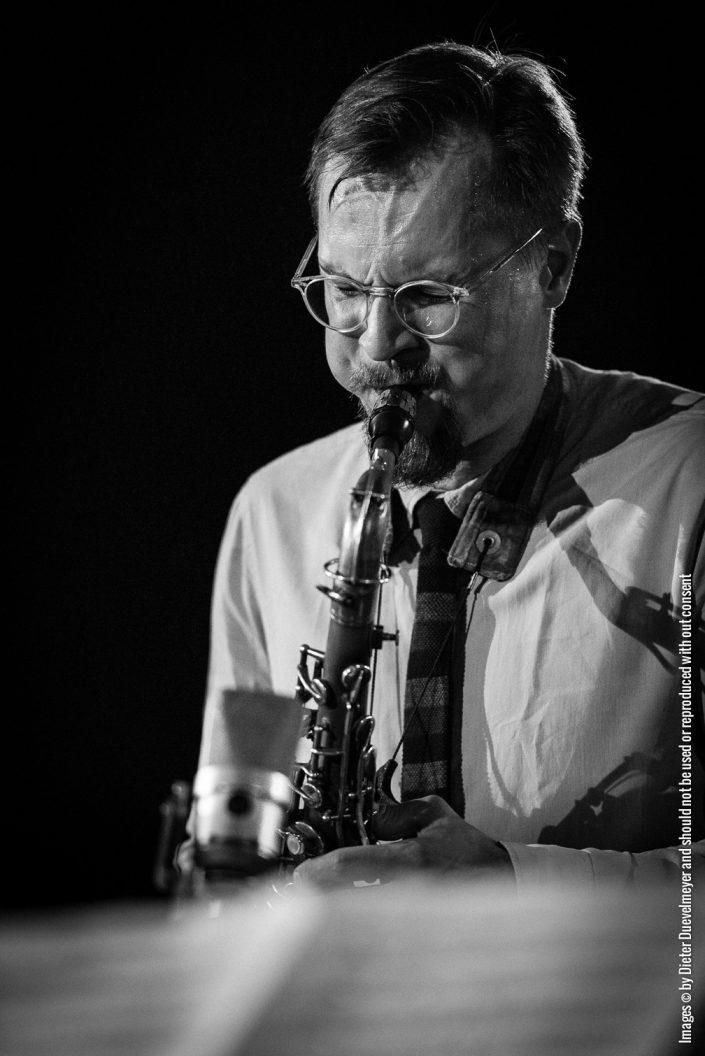 Uli Kempendorff (sax), FIELD