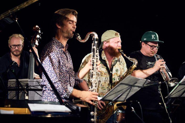 Nils Davidsen (b), Anders Banke (clar), Ned Ferm (tenorsax), Kasper Tranberg (tp)