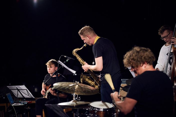 Luca Aaren (git), Philipp Gropper (sax), Felix Henkelhausen (b), Jim Black (dr)