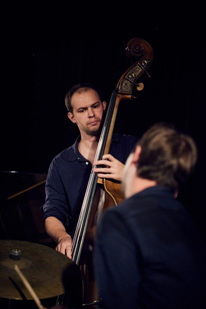 Matt Adomeit (b), Ivars Arutyunyan (dr)