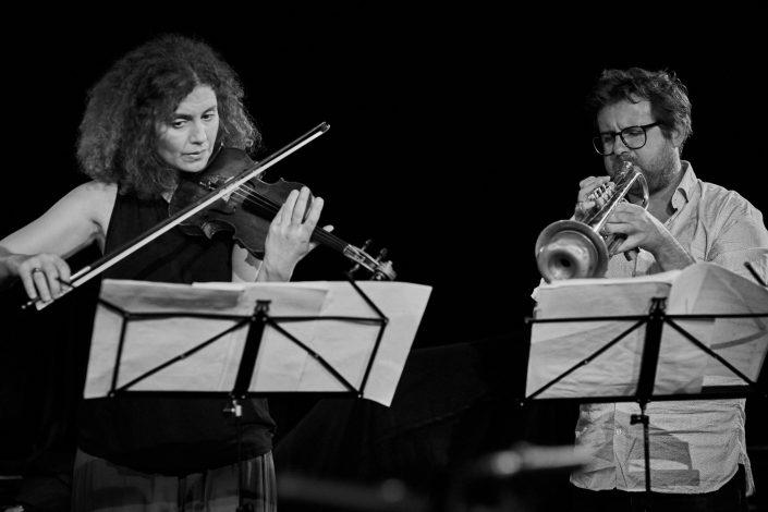 Biliana Voutchkova (vio), Tom Arthurs (tp)