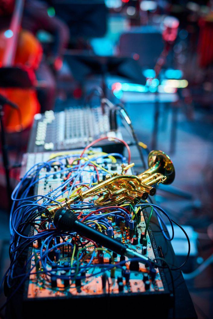 ROB MAZUREK (tp / modular synth)