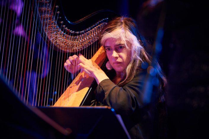 HÉLÈNE BRESCHAND (harp)