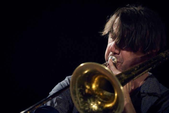 Gerhard Gschlößl (tb, sousaphone)-AAAPUZ-bei Kollektive Nights 17